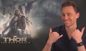 5_ways_to_distract_Tom_Hiddleston_in_an_interview