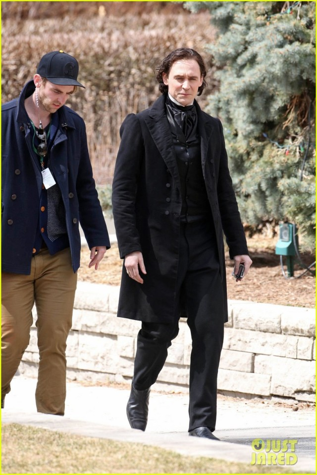 EXCLUSIVE: Mia Wasikowska and Tom Hiddleston are seen dressed in costume while filming scenes for their new horror movie 'Crimson Peak'