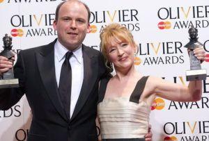 Lesley Manville y Rory Kinnear conquistan los premios Olivier en Inglaterra. (AFP)