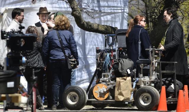 Hunnam, a la izquierda, y Hiddleston, a la derecha, durante un descanso de la filmación.