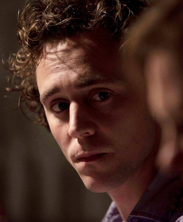 Mr. Hiddleston en este drama familiar ubicado en la isla de Tresco al suroeste de Bretaña. Crédito: Kino Lorber.