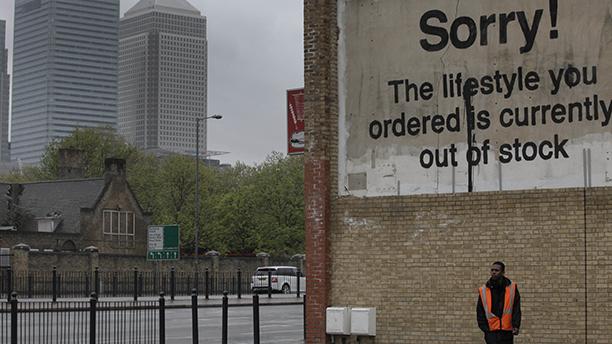 Es como si esta advertencia hubiera sido escrita por los inquilinos en 'High-Rise' de Ben Wheatley. (Foto AP/Lefteris Pitarakis)
