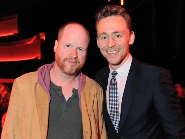 Joss Whedon y Tom Hiddleston en los premios MTV 2013.
