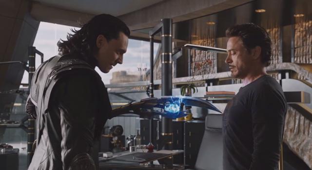 """Tom Hiddleston agradeció al director Joss Whedon el haber escrito para él """"el papel más padre"""" como Loki (izquierda) en """"The Avengers."""""""