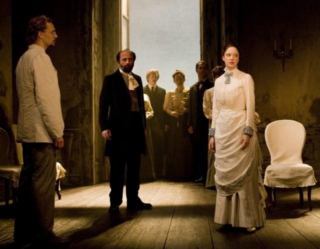 Tom Hiddleston y Andrea Riseborough actuando en Ivanov (2008)