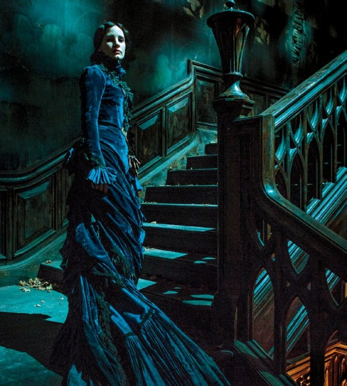 Jessica Chastain como Lady Lucille Sharpe