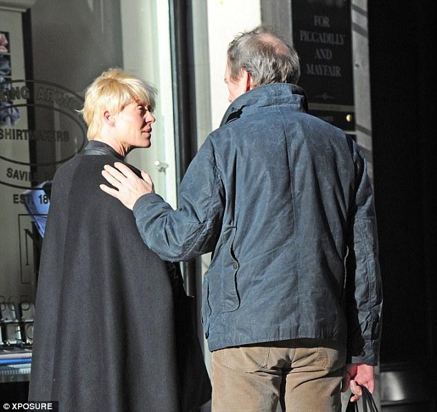 Escuchen al experto Hugh: A Laurie sin duda no le importa trabajar ya que desde que terminó 'House' ha podido regresar a Londres para estar más cerca de su amada esposa Jo y sus hijos e hija