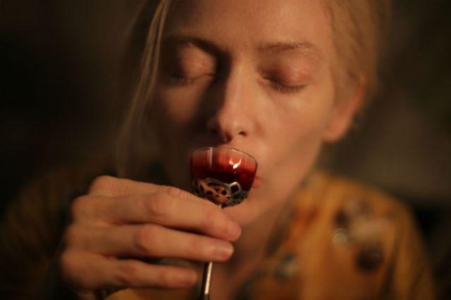 La película muestra vampiros con inseguridades, ocultos de la raza humana.